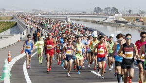 япония, префектура фукуока, марафон, бег, смотреть видео, кадры
