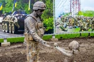 статуя, Голик, Днепр, терроризм, новости Украины, патриоты, АТО, воин, неравнодушие, ответ, Сеть, соцсети, Интернет