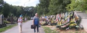 ато, могилы, цветы, защитники украины, кладбище, бутылка, злоумышленница, видео, происшествия, новости украины, винница