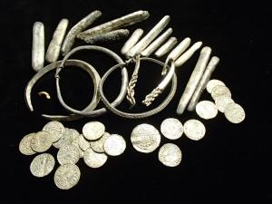 Германия, клад, сокровища, викинги, украшения, драгоценности, остров Рюген, раскопки, кадры, фото