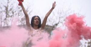 Femen, файер, Против шоколадной гидры, станция метро Арсенальная, фото, Украина, акция