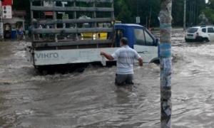 черновцы, ливень, дождь, осадки, железнодорожный вокзал, погода, видео, новости украины