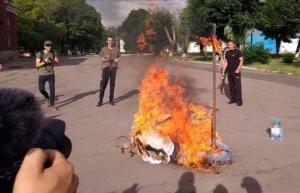 Картинки по запросу под Донецком националисты сожгли чучело Путина