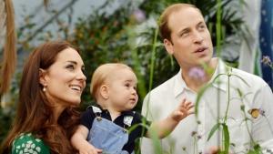 Принц Джордж, Елизавета II, Кесингтонский дворец, герцог и герцогиня Кембриджские