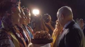 новости, Киев, Украина, каравай, хлеб, бросила на землю, Сара Нетаньяху, жена, супруга, Беньямин Нетаньяху, скандал