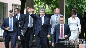 новости украины, визит порошенко в славянск, последний звонок в украине, новости донбасса