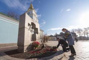Голодомор, Украина, Киев, Порошенко, общество, возложение цветов