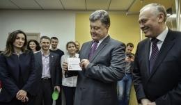 Порошенко, получение, паспорт, биометрический, визы, ЕС,