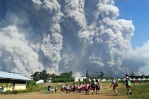 рейс, самолет, лава, вулкан, Сопутан, Индонезия, новости, катаклизм, природный, люди, паника, эвакуация