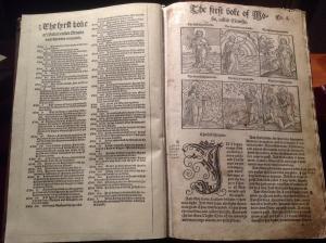 Англия, Библия, Писание, древняя книга, тайные надписи, заметки, тайный текст, кадры, фото