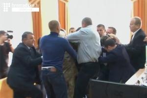 Кременчуг, депутаты, сессия, драка, Ирина Митрофанова,Правый сектор