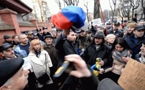 украина, полиция, происшествия, общество, парасюк, флаг, рф, россия, посольство, консульство, сжигание, триколор