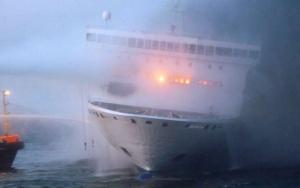 Трос, оборвался, буксир, судно, паром, Norman Atlantic, горит