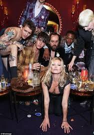 мосс, вечеринка, метросексуалы, фото
