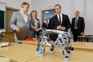 Дмитрий Медведев, Робот, Инновации, LEGO, Соцсети
