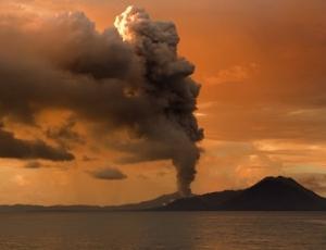 Природные катастрофы, кактаклизмы, землетрясения, вулканы, Гвинея, Исландия