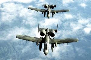 НАТО, учения, страны Балтии, Германия, повышение безопасности в Европе, штурмовики А-10, США, Том Джонс