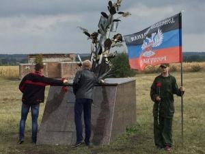 фото, кадр, суть днр, донецк, боевики, террористы, туалет, флаг, донбасс, ато, армия россии, новости украины
