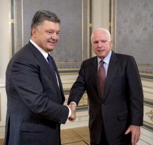 порошенко, маккейн, встреча порошенка с маккейном, сенатор маккейн,