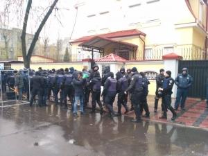 Нацкорпуса, активисты, городах, Украины, посольство, машина, здания, дипломатического, силовики