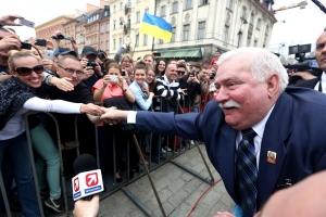 Мир, Россия, Польша, президент, Валенса, Демократия, Процесс, Тоталитаризм.