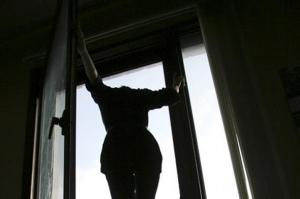самоубийство, выпрыгнула из окна, женщина, многоэтажка, Киев, новости, Украина, суицид, полиция, роддом, двойняшки