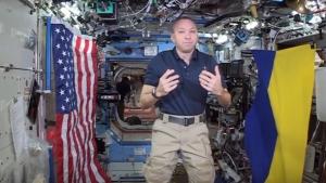 Космос, NASA, Рэндольф Брезник, Украинский флаг, Видео, Астронавт, США