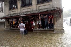 Стамбул, Турция, происшествия, самолет, град, непогода, ливень, буря, ураган, шторм, улицы Стамбула, потоп, метро, пожар, молния