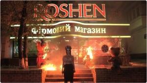 Femen, киев, акция, порошенко, Roshen
