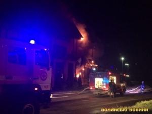 пожар, чрезвычайное происшествие, горит гостиница в Луцке