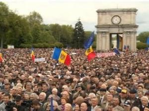 """мир, Молдавия, Румыния, политика, общество, митинг, Кишинев, протест, общественные организации, """"Воевод"""", Николай Паскару"""