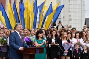 1 сентября, день знаний, школа, первоклассники, студенты, учеба, фото,  кадры, поздравления, новости украины, порошенко, гриневич, гройсман