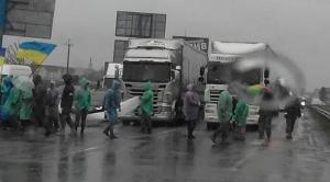 киев, бойцы ато, окружная дорога, протесты в киеве, общество, украина, происшествия
