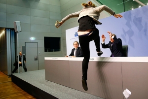 Европейский центробанк, политика, происшествия, общество
