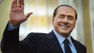 Италия, Сильвио Берлускони, связь с несовершеннолетней проституткой, оправдан, открыт путь в политику
