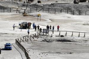 фото, кадры, италия, вулкан сольфатар, происшествия, чп, кратер вулкана, погибшие, дети, ребенок