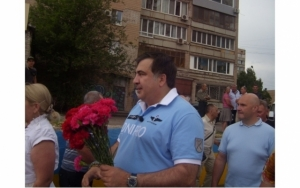 Саакашвили, Кривой Рог, прокуратура, памятник АТО, инцидент, зеленка, яйца, политика