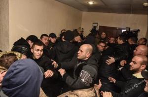 украина, одесса, судебное заседание, драка, полиция, задержание, смотреть видео, кадры