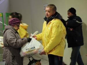 поможем, ахметов, гуманитарная помощь, выдача, пункт