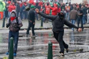 митинг, брюссель, протесты, камни в сторону полиции, столкновения