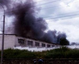 ровно, воинская часть, взрывы, пожар, гаражи, склад, фото, происшествия, чп, новости украины