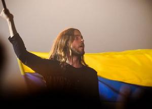 новости, Украина, Киев, Пешеходный мост, 30 Seconds to Mars, Джаред Лето, поет, концерт, видео, фото