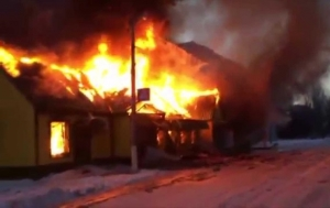 Горловка, Донецкая область, обстрел, снаряд, попадание, горит, магазин