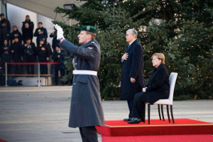 меркель, крым, украина, аннексия, казахстан, скандал, гимн, россия