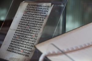 история, находка, средние века, 15 век, Англия, священник, справочник, Кэкстон, библиотека, университет, уникальность