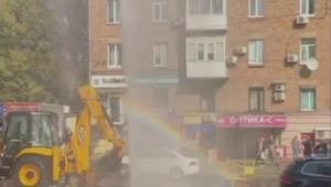 новости, Киев, столица, Украина, ЧП, происшествия, метро Лукьяновская, фонтан, прорыв трубы, радуга, кадры, видео