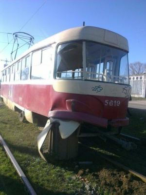 украина, киев, трамвай, рельсы, пассажиры, чп