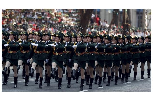 Армия миниюбок Как россиянки в погонах поразили мир на