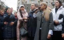 """СМИ: В Коломые местные жители устроили масштабный протест против выступления Тимошенко: """"20 лет лжи"""""""