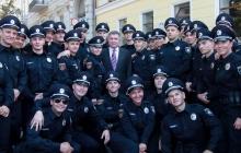 """Украинские полицейские запустили флешмоб """"Я Бандера!"""" после стычек с активистами - кадры"""